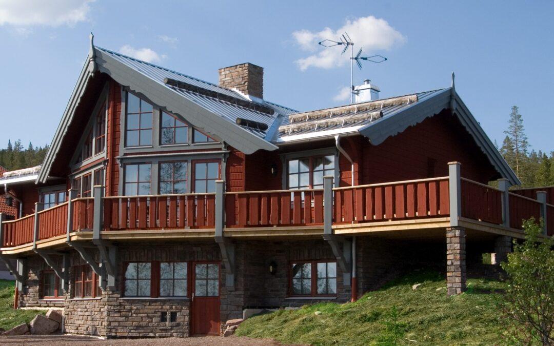 Timmerhus med stor balkong